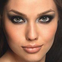 Делаем «дымчатый» макияж – «смоки айс»